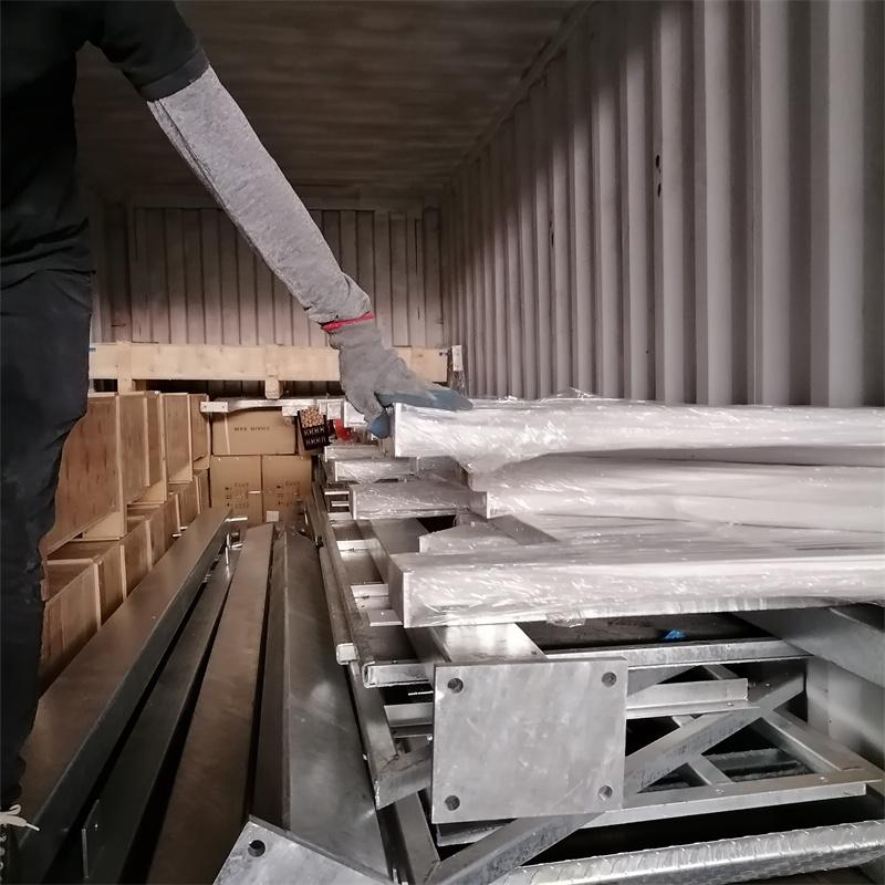 广东众工发往美国钢结构仓库顺利装柜