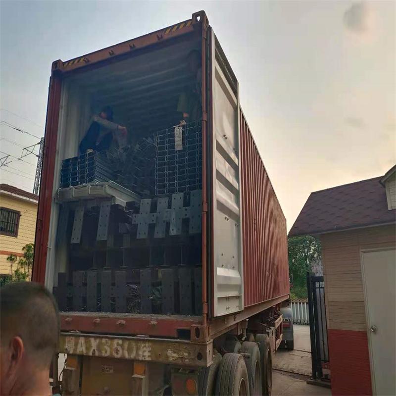 广东众工——顺利出口巴新鸡钢结构